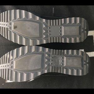72e688ade3a Steve Madden Shoes - Steve Madden Altitude Black Women s Sneakers 7M LN